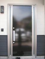 外断熱住宅 平屋 玄関ドア 黒漆喰調